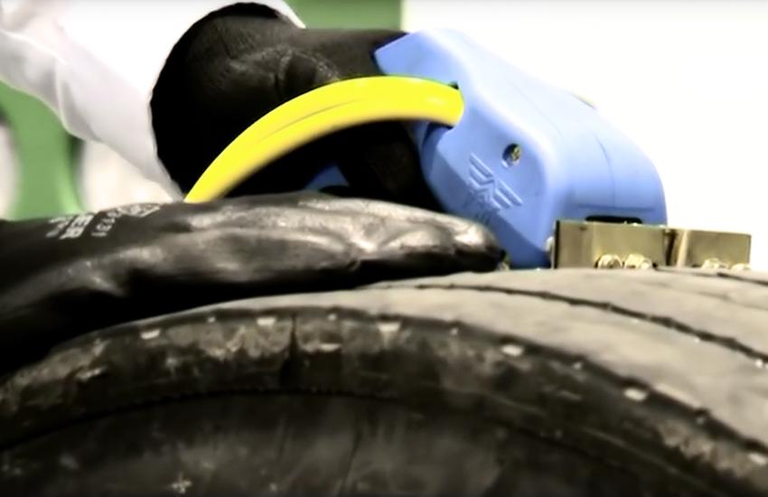 comment augmenter la dur e de vie de vos pneus en utilisant une rainureuse digitale pour pneus. Black Bedroom Furniture Sets. Home Design Ideas